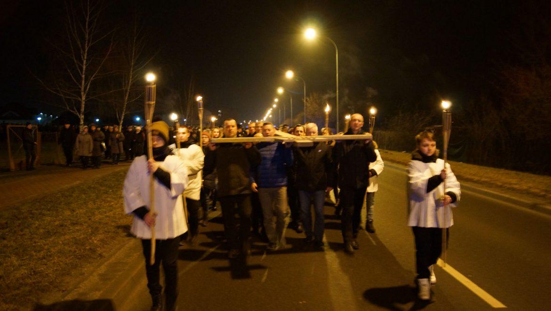 Droga Krzyżowa ulicami parafii: 9 marca 2018 r. [ZDJĘCIA]