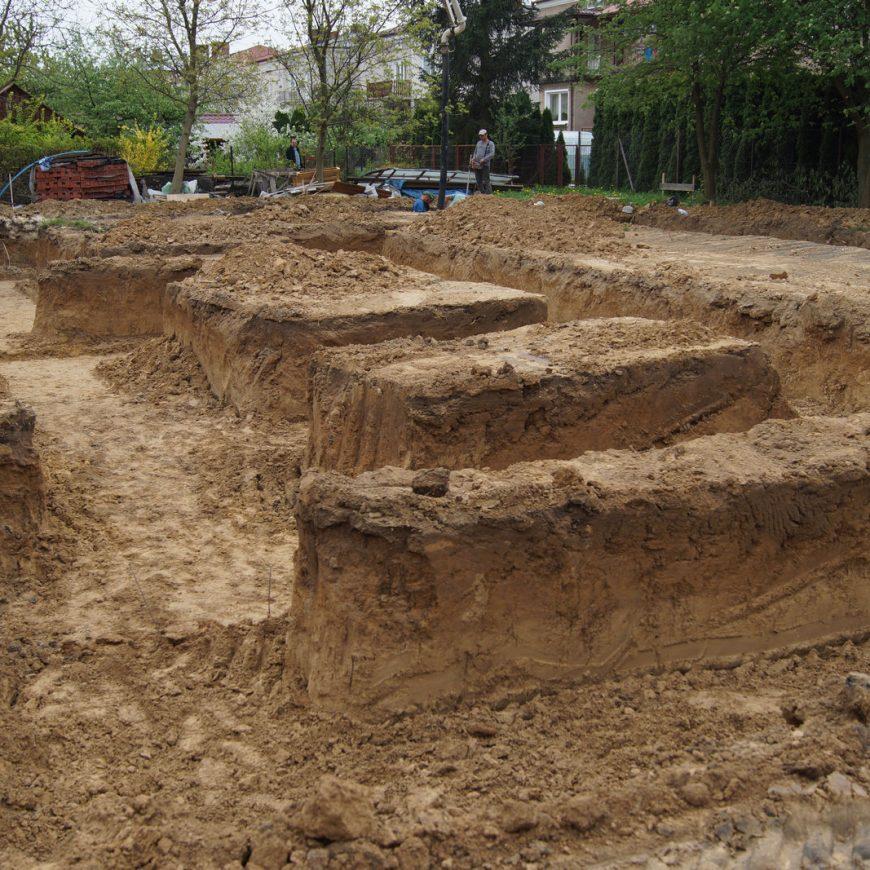 Foto-kronika: budowa domu parafialnego