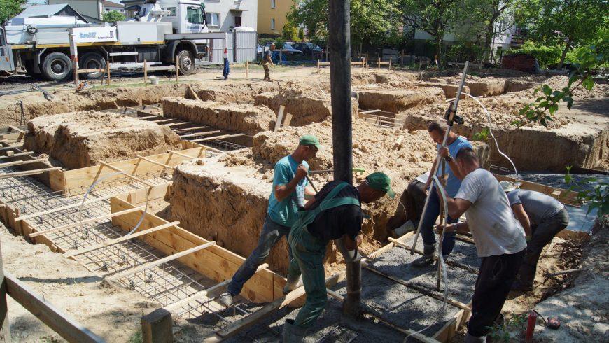 Zalewanie fundamentów pod Dom Parafialny: 11 maja 2018 r. [ZDJĘCIA]